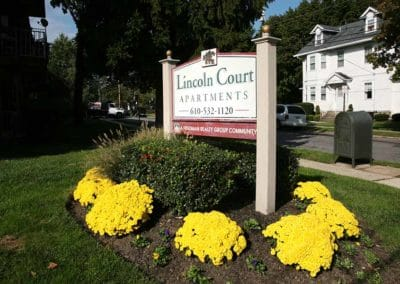 Lincoln Court Apartments property sign