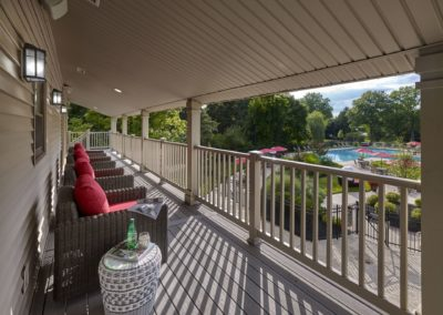 Willowyck Apartments clubhouse balcony with seating