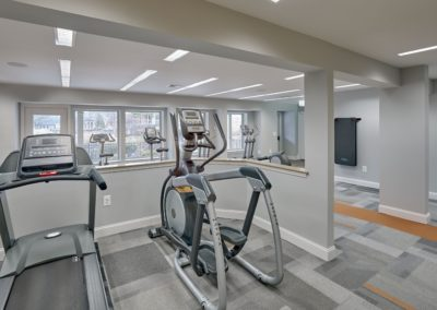Willowyck Apartments fitness center with cardio equipment