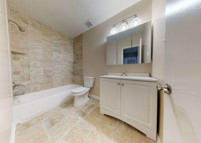 Edgewater Apartments bathroom