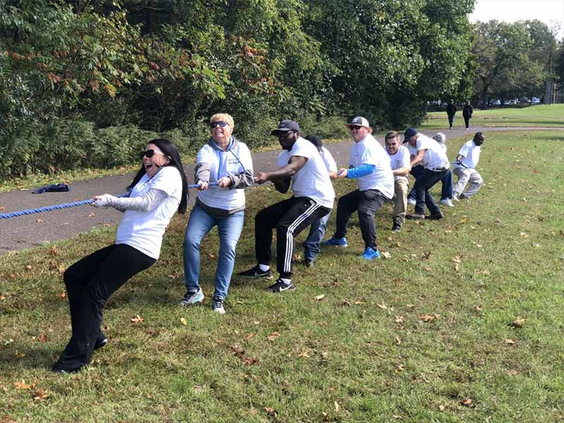 FRG Field Day 2018 - Employees in a tug of war
