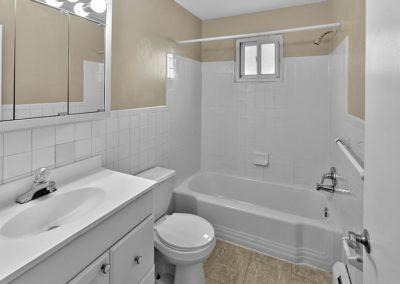 Clements Court Apartments interior bathroom